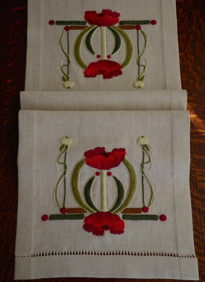 Poppies Table Scarf - Click Image to Close