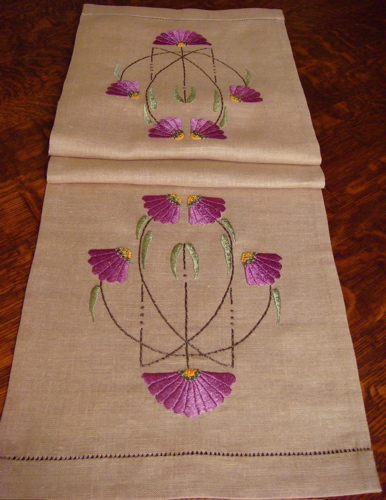 Carrie's Garden Table Scarf